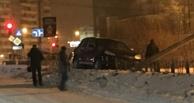 В Омске автомобиль Porsche снес столб на Кемеровской (обновлено)