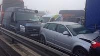 В Англии из-за тумана столкнулось больше сотни машин