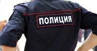 Омские полицейские помогли снять машину с трамвайных рельсов