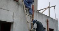 В Омске мужчина сломал череп, упав с лестницы