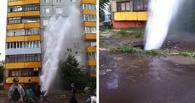В Омске фонтан из-под земли затопил квартиры жильцов