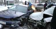 На проспекте Мира в Омске столкнулись три «Тойоты»