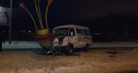 Омский водитель «Газели» снес металлическое сооружение
