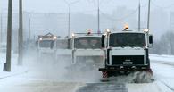 100 спецмашин расчищают Омск от снега