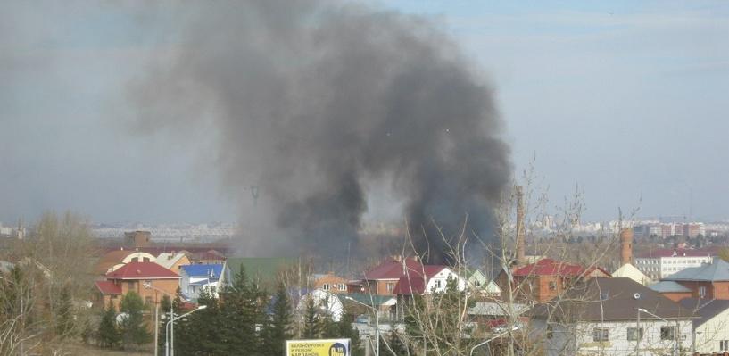 Пожар на Мехзаводе в Омске оказался горящим камышом