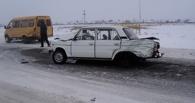 На трассе в Омской области «шестерка» столкнулась с двумя «Газелями»