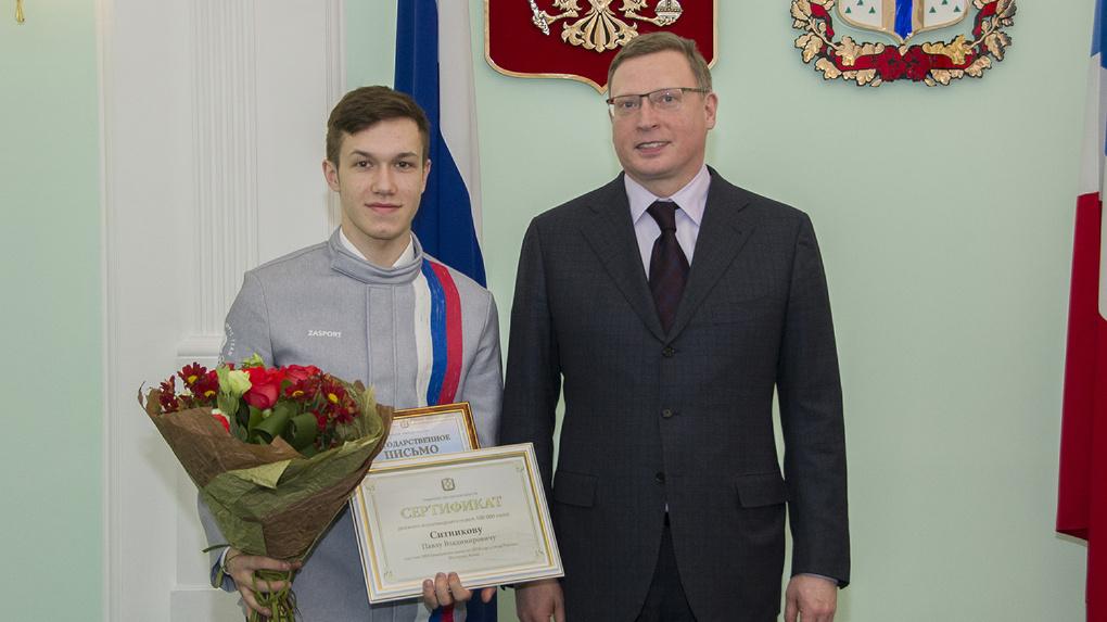 Бурков наградил деньгами омского шорт-трекиста за участие в Олимпиаде