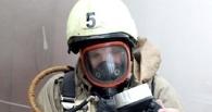 25 человек ликвидировали пожар в многоэтажке в Омске