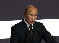 Путин поручил уравнять зарплаты бюджетникам в соседних регионах