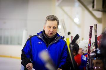 Экс-защитник «Авангарда» стал тренером хоккейной команды МЧС