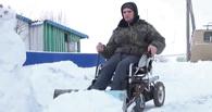 Парализованный омич превратил инвалидную коляску в снегоуборочную машину