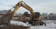 Сегодня в центре Омска начали строить огромный каток