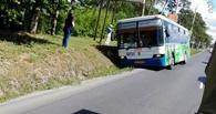 В Омске пассажирский автобус съехал в кювет
