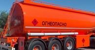 В Омске газовоз протаранил легковушку, которая от удара врезалась в бензовоз