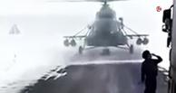 В Казахстане военный вертолет Ми-8 устроил пробку, приземлившись на трассе