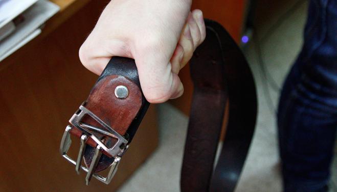 За воспитание подростка ремнем омичу грозит уголовное наказание