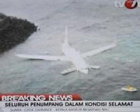 У берегов Бали рухнул лайнер с сотней пассажиров на борту