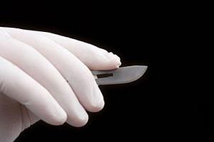 Омского пластического хирурга-взяточника осудили за превышение полномочий