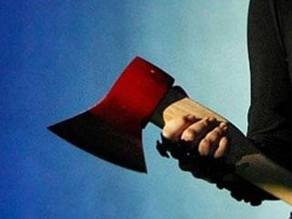 В Омской области мужчина с топором вымогал у продавщицы две банки «Ягуара»