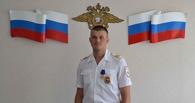 В Омске наградили полицейского, который врукопашную боролся с преступником в движущемся автомобиле