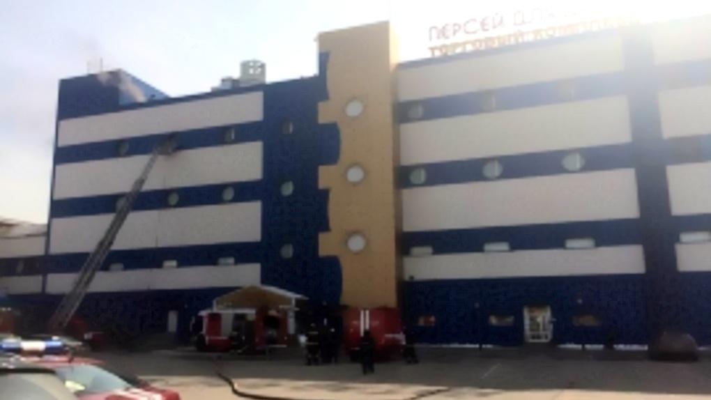 При пожаре в московском ТЦ «Персей для детей» погиб мужчина и пострадали шесть спасателей