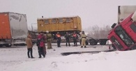 На трассе «Омск-Новосибирск» из-за гололеда фура съехала в кювет