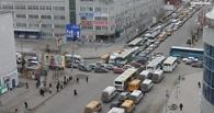 Отключили светофор: центр Омска встал в огромной пробке