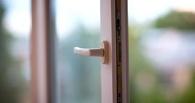 В Омске трехлетний мальчик погиб, выпав из окна
