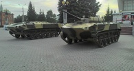 В Омске на Театральной площади появились машины десанта