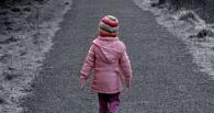 В Омске на остановке нашли одинокую 3-летнюю девочку