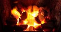 В Омске ночью горел склад с углём