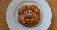 Омский градоначальник не увидел остроумия и креатива в «Мэрской» булочке