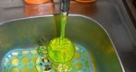 В домах в Омской области из кранов течет зеленая вода