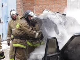 В Омске на парковке у дома горела Toyota