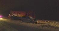 В Омске «КамАЗ» врезался в два встречных легковых автомобиля