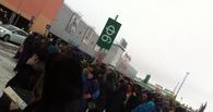 Сотни омичей на улице: в Омске эвакуируют «Мегу» из-за угрозы взрыва (фото)