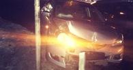 В омских Нефтяниках Mitsubishi врезался в Mercedes