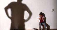 В Омской области отчим избил 3-летнюю девочку