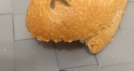 «Ашан» вернет омичке деньги за батон, в котором была найдена железка