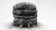 В Омске на 10 лет Октября сгорел киоск с фастфудом