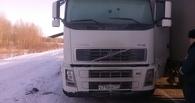 На трассе в Омской области полицейские нашли замерзшую фуру без водителя