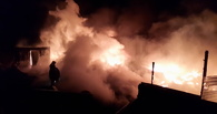 В Омском районе сгорела шиномонтажная мастерская с автомагазином