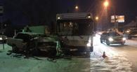 В Омске при столкновении пассажирского автобуса и автомобиля ВАЗ-2107 погибла пассажирка