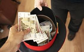 Прапорщик омской полиции хотел отпустить знакомого грабителя за 100 тысяч