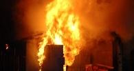 В ангаре омские спасатели тушили крупный пожар