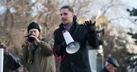Омич устроил одиночный пикет против повышения стоимости проезда