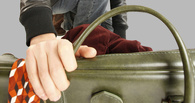 Два студента ограбили омичку, чтобы покушать в киоске