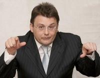 Единоросс предложил обложить налогом бизнесменов-любителей иностранных слов