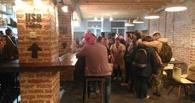Часовые очереди за бесплатным кофе: в Омске открылся новый бар Скуратова