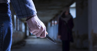 Двое рецидивистов на остановке ранили ножом омича из-за 500 рублей